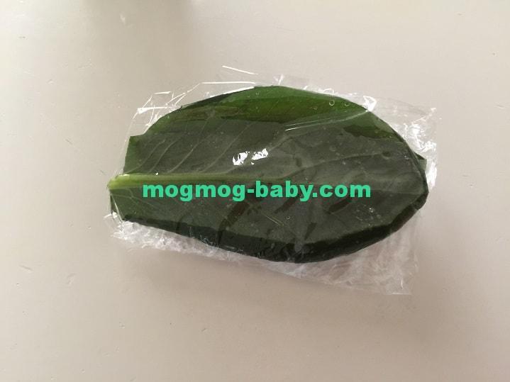 ラップに包んだ小松菜