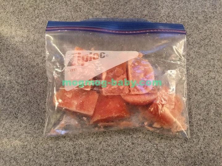ジップロックに保管したトマトの冷凍ブロック